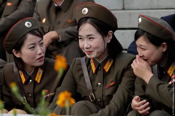 Parade_in_Pyongyang_North_Korea_6.jpg