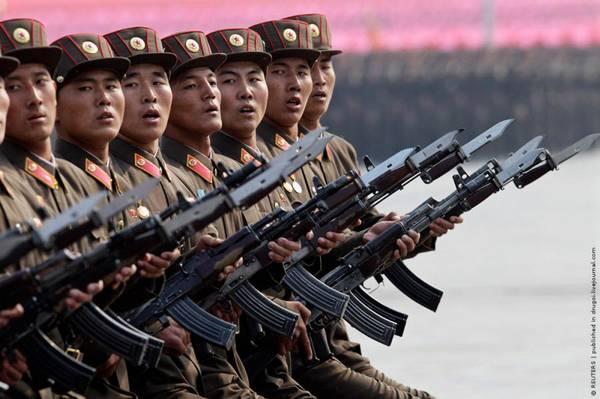 Parade_in_Pyongyang_North_Korea_8.jpg