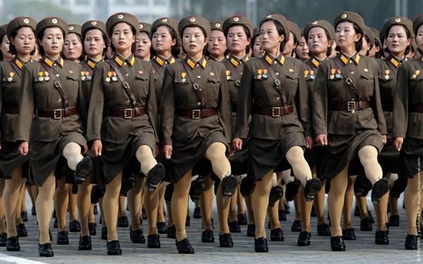 Parade_in_Pyongyang_North_Korea_9.jpg