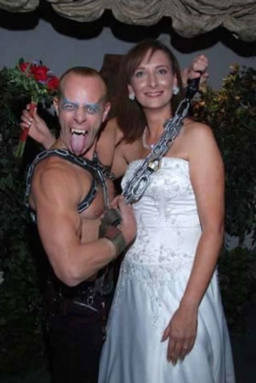 Weirdest_and_Funniest_Wedding_Costumes_13.jpg