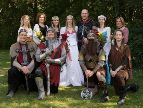 Weirdest_and_Funniest_Wedding_Costumes_24.jpg