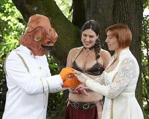 Weirdest_and_Funniest_Wedding_Costumes_27.jpg