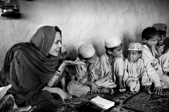 angelina-jolie-in-afghanistan07.jpg