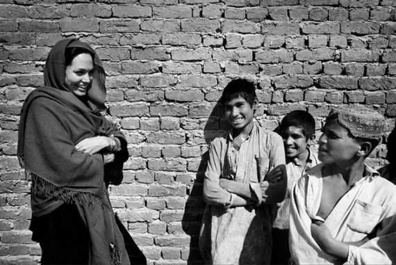 angelina-jolie-in-afghanistan17.jpg