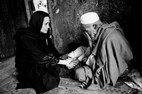 angelina-jolie-in-afghanistan19.jpg