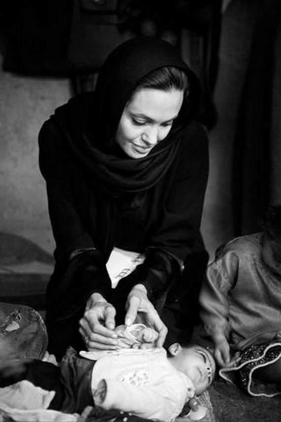 angelina-jolie-in-afghanistan20.jpg