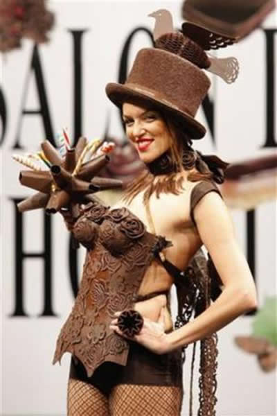 fashion-show-models-chocolate-dress-very-hot-images-3.jpg