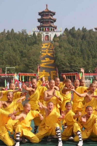 shaolin-monks-football01.jpg