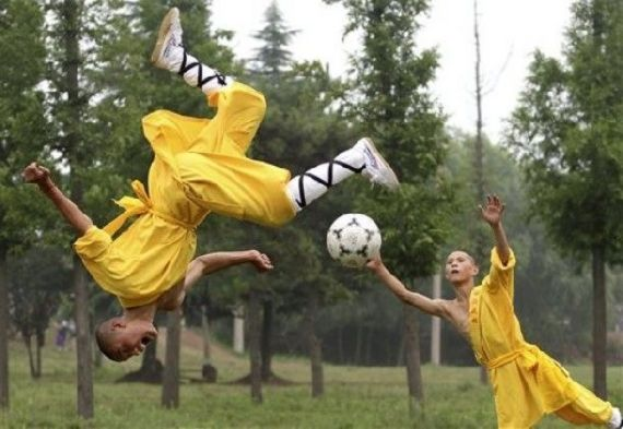 shaolin-monks-football02.jpg
