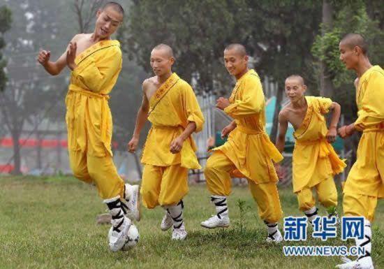 shaolin-monks-football08.jpg