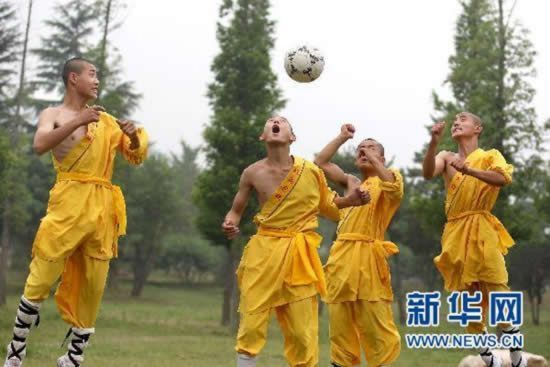 shaolin-monks-football09.jpg