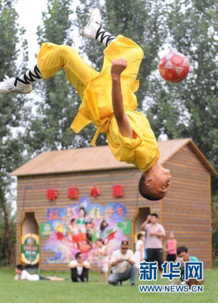 shaolin-monks-football10.jpg