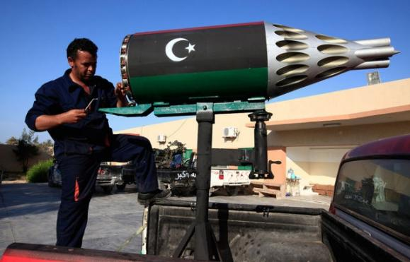 unique_madmax_type_libyan_rebel_fighter_weapons_640_01.jpg