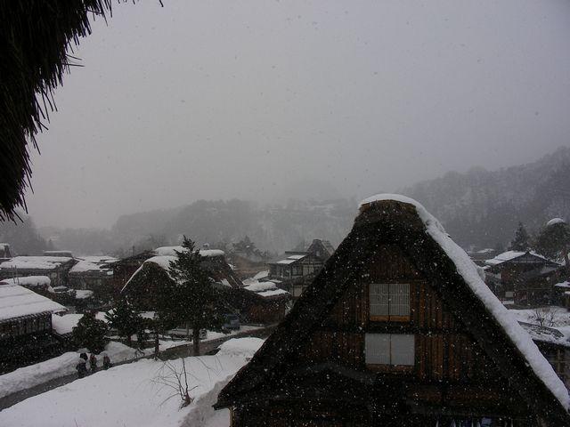 雪の合掌村