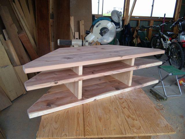 TVボード コーナー用 杉 製作20110502