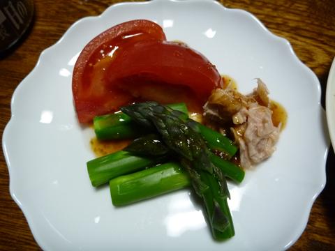 アスパラとツナとトマトのサ
