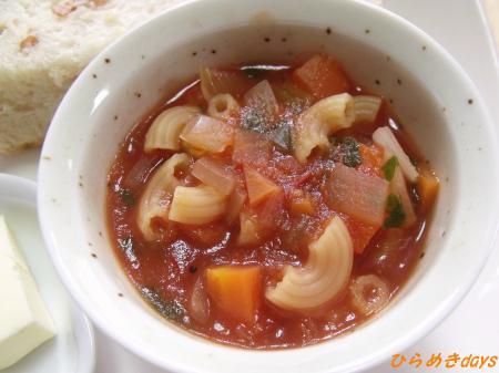 マカロニ入りトマトスープ
