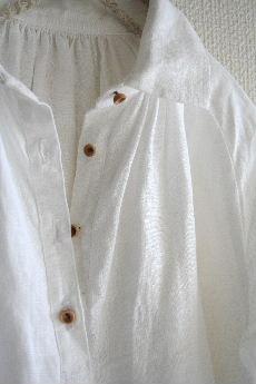 白いクリオネシャツ