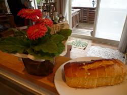 お花とパウンドケーキ