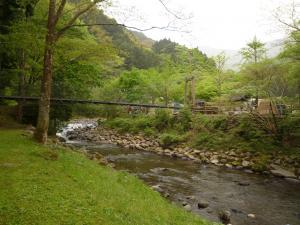 テント側のつり橋