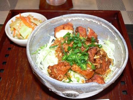 ピリ辛鶏丼