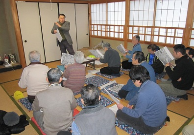 田上新町の田上歴史講座で熱弁をふるう亀田さん
