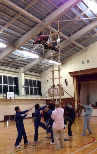 梯子登りの練習も続けました。