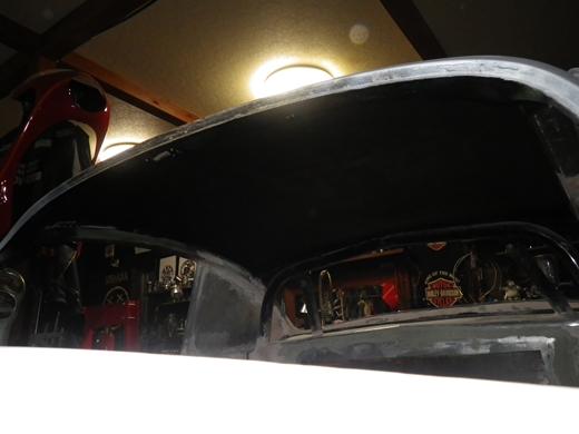 天井裏を塗る (2)