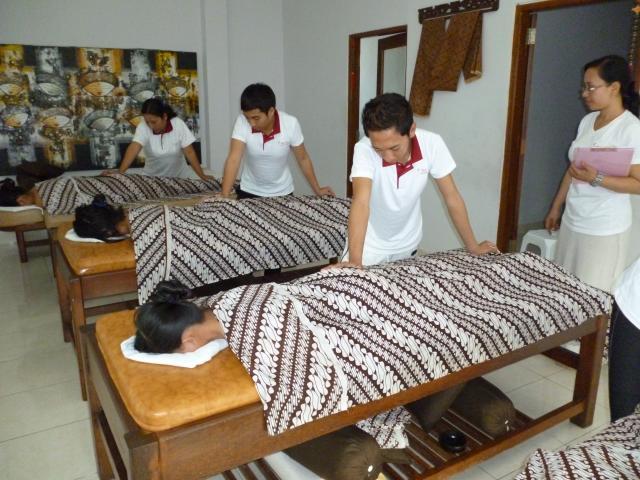 Massage+Practice+2_convert_20111223130217.jpg