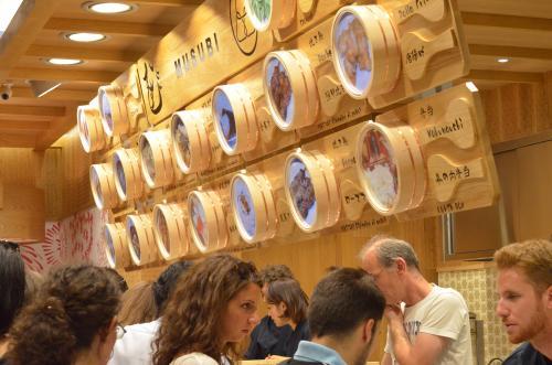 STK 2815 convert 20130728013421 - ミラノ中心地に日本食テイクアウト店「MUSUBI」オープン