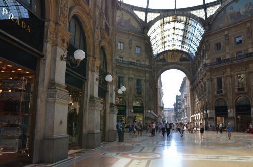 STK 3065 convert 20130803210117 - ミラノのプラダ本店増築
