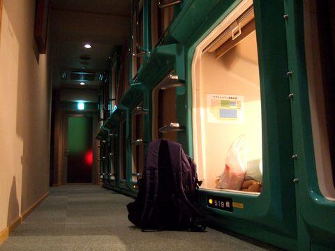 予想外に安めの宿泊施設が多い松江駅前。このカプセルホテルは一晩2980円。