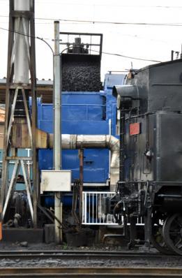 C11 227の石炭積み込み作業