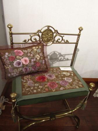 刺繍椅子0001