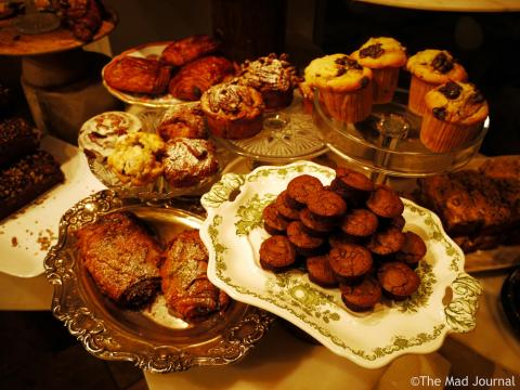 Cake shelf