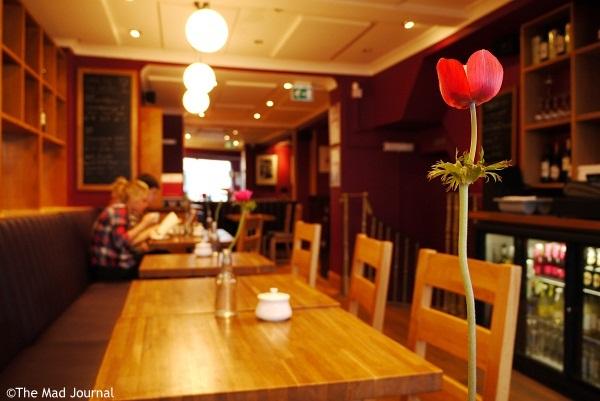 season cafe inside
