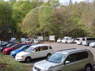 s01駐車場いっぱい