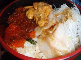 s海鮮丼(うにほたていくら)