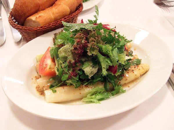 グリーンアスパラガスとホワイトアスパラガスのサラダ 粒マスタードソース