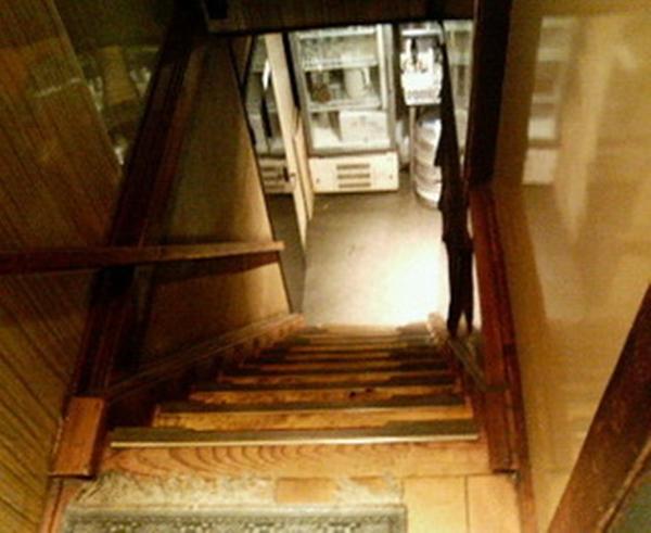 築地とうがらし stairs (2)