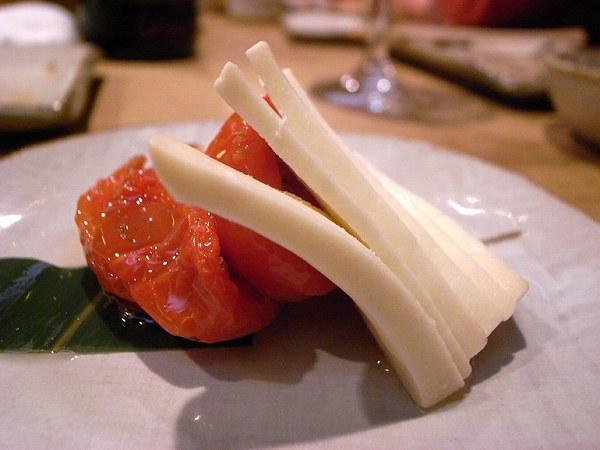 酉玉 味噌漬けモッツレラとセミドライトマトのカプレーゼ