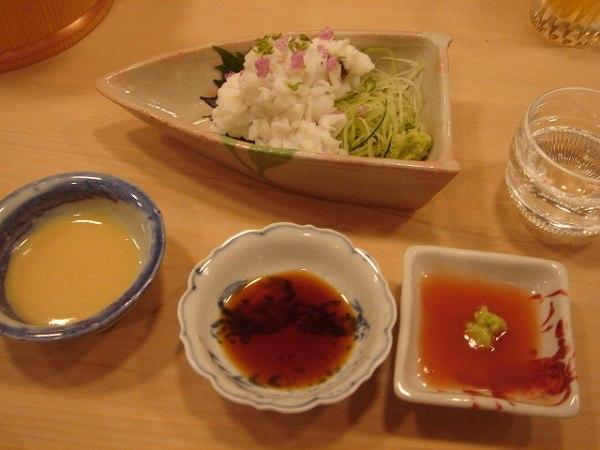 京味 湯引き鱧(梅肉、酢味噌、出汁醤油)