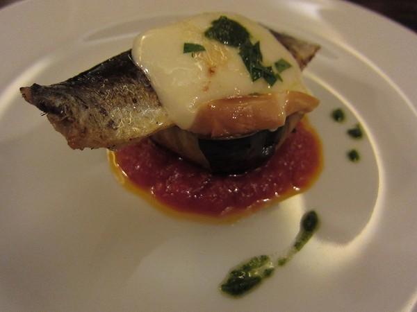 イカロ イワシのコンフィ 賀茂茄子・スカモルツァチーズ