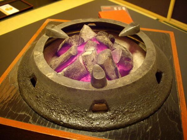 あひ鴨一品 鳥安備長炭の入った焜炉