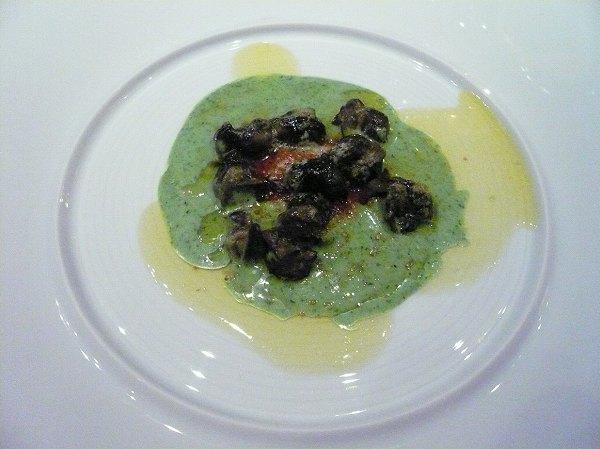 シェ・トモ ブルゴーニュ産エスカルゴのソテー にんにく風味のパセリクリームとトマトフォンデュ