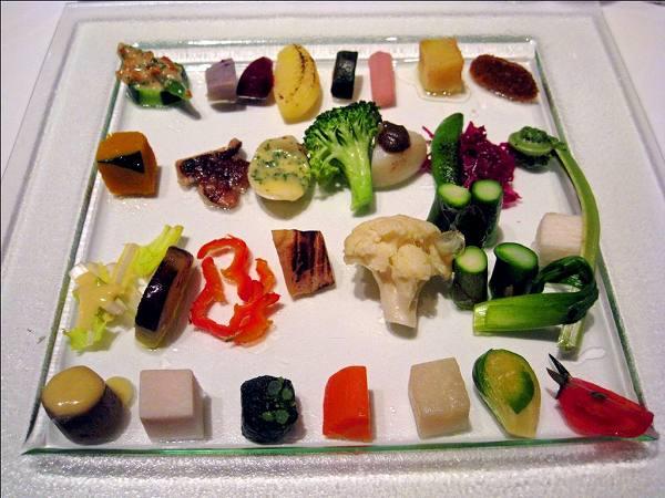 シェ・トモ 山梨県産 無農薬野菜達 30種の盛り合わせ