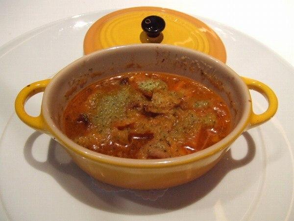 シェ・トモ ココットの中で煮込まれたプラチナ豚の大腸、直腸、胃の白ワイン風味 カーン風