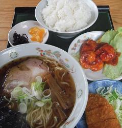 ランチ(ラーメン・エビチリ・チキンカツ)