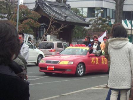 日本の荒れた成人式後の暴走儀式で大人になれrたのか
