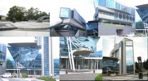 ガラス張りで鮮やかな伊東市役所のギャラリー撮影